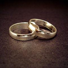 320px-Wedding_rings