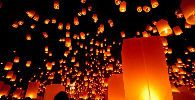Some of the estimated 10,000 floating lanterns released during the annual Yee Peng Festival at the Lanna Dhutanka Buddhist Center near Chiang Mai, Thailand./Flickr photo by Mark Fischer