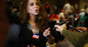 Political blogger Pamela Geller, American Freedom Defense Initiative's Houston-based founder, speaks at the Muhammad Art Exhibit and Contest, which is sponsored by the American Freedom Defense Initiative, in Garland, Texas May 3, 2015. Two gunmen opened fire on Sunday at the art exhibit in Garland, Texas, that was organized by an anti-Islamic group and featured caricatures of the Prophet Mohammad and were themselves shot dead at the scene by police officers, city officials and police said.  REUTERS/Mike Stone