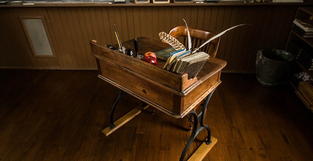 Teacher's desk in the one room Linn Schoolhouse in Marion, OH./Flickr photo by  Todd Petrie