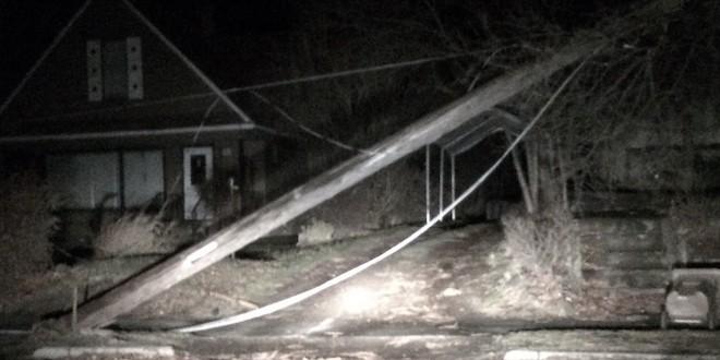 Downed power lines after windstorm 2015 in Spokane/Tracy Simmons - SpokaneFāVS