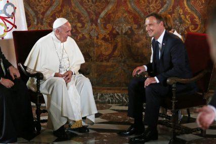 Pope Francis and Polish President Andrzej Duda meet at Wawel Royal Castle in Krakow, Poland July 27, 2016. Agencja Gazeta/Mateusz Skwarczek/via REUTERS